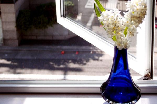 タマラ・アラディンのガラス花瓶