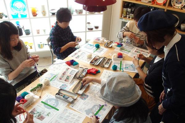 デンマークの手工芸「エスカ」でダーラナホースのトレイ