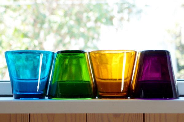 フィンランドの美しい60年代カラーガラスタンブラー