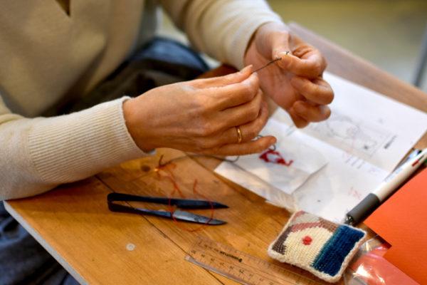 ワークショップ、エスカで作るトムテの刺繍の紙ファイル