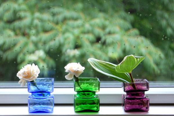 小さなガラスの花瓶