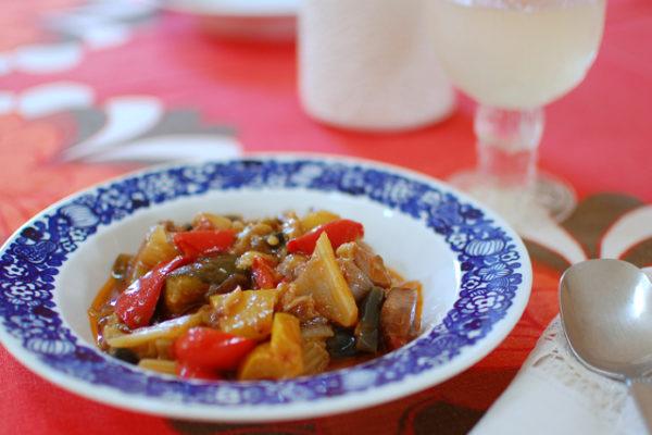 カボチャ柄のアラビアの器で夏野菜料理