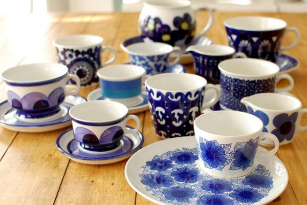 フィンランド独立記念日とアラビアの青と白のカップ