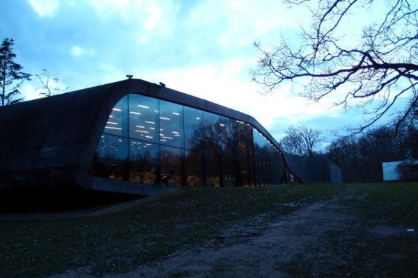 オードロップゴー美術館とフェリーでホットドッグ