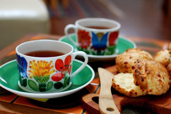 スティグ・リンドベリの魅力が花咲くタヒチのティーカップ