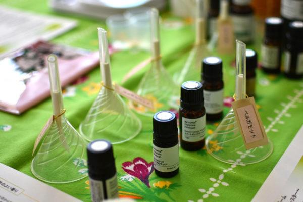フクヤのワークショップ、アロマテラピーで水仙の香るボディーバームを作る