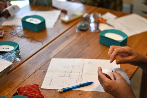 ワークショップ、エスカで作る花の刺繍のフタ付き小箱