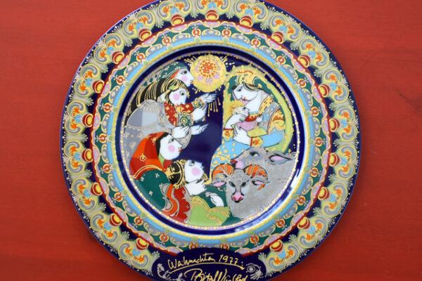 華やかなクリスマス飾り皿と降誕劇の思い出